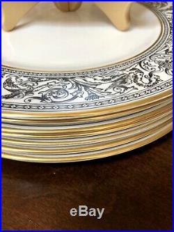 8 Dinner Plates Beautiful Wedgwood Bone China Black /gold Florentine