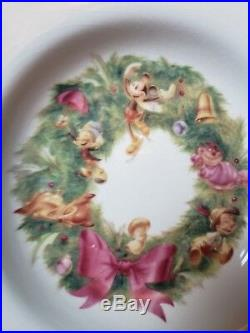 DISNEY China Dinnerware Chistmas Wreath Gold Rimmed Dinner Plates Bowls Set of 8