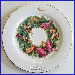 Disney China Dinnerware Christmas Wreath Gold Rim Dinner Plates Set of 8 Holiday